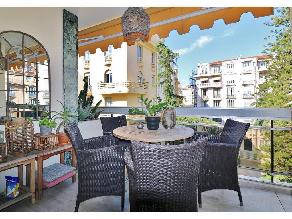 Appartement  3 Rooms 79.7m2  for sale   656000 €